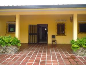 Casa En Venta En Municipio Naguanagua, La Entrada, Venezuela, VE RAH: 16-10468