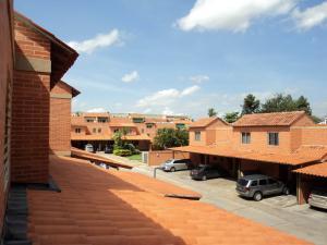 Townhouse En Venta En Valencia, Piedra Pintada, Venezuela, VE RAH: 16-10592