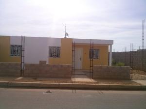 Casa En Venta En La Cañada, Via Principal, Venezuela, VE RAH: 16-11584
