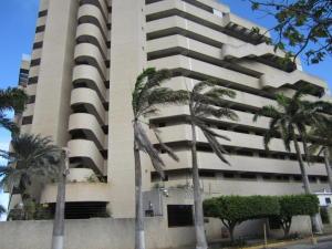 Apartamento En Venta En Margarita, Costa Azul, Venezuela, VE RAH: 16-10529