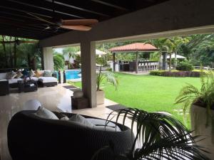 Casa En Venta En Caracas, La Lagunita Country Club, Venezuela, VE RAH: 16-10553