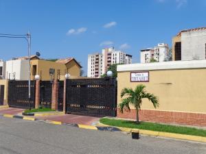 Townhouse En Venta En Municipio Naguanagua, El Rincon, Venezuela, VE RAH: 16-10550