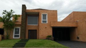 Casa En Venta En Valencia, Lomas Del Country, Venezuela, VE RAH: 16-10576