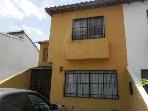 Townhouse En Venta En Municipio San Diego, Monteserino, Venezuela, VE RAH: 16-10591