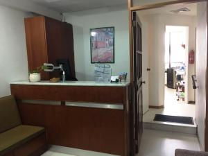 Consultorio Medico  En Alquiler En Caracas, Prado Humboldt, Venezuela, VE RAH: 16-10704