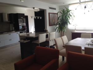 Apartamento En Venta En Maracaibo, La Lago, Venezuela, VE RAH: 16-10702