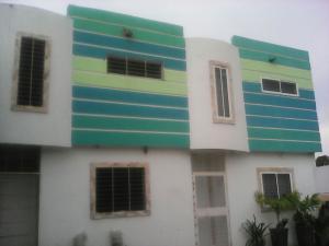 Townhouse En Venta En Maracaibo, La Limpia, Venezuela, VE RAH: 16-10754