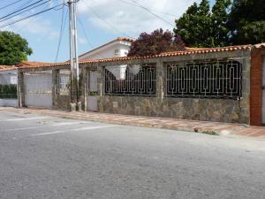 Casa En Venta En Maracay, Los Samanes, Venezuela, VE RAH: 16-10787