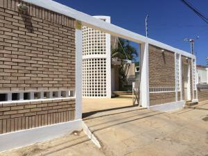 Casa En Venta En Punto Fijo, Casacoima, Venezuela, VE RAH: 16-10227