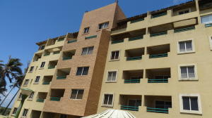 Apartamento En Venta En Tucacas, Tucacas, Venezuela, VE RAH: 16-10874