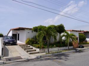 Casa En Venta En Cabudare, Parroquia José Gregorio, Venezuela, VE RAH: 16-10928