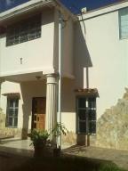 Casa En Venta En Parroquia Caraballeda, Los Corales, Venezuela, VE RAH: 16-10941