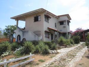 Casa En Venta En Municipio Antolin Del Campo Paraguachi, El Cardon, Venezuela, VE RAH: 16-10682