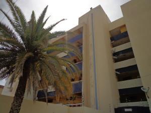 Apartamento En Alquiler En Tucacas, Tucacas, Venezuela, VE RAH: 16-10981