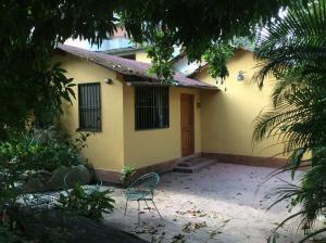 Casa En Venta En Caracas, Los Palos Grandes, Venezuela, VE RAH: 16-10996