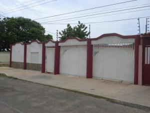 Casa En Venta En Maracaibo, La Rotaria, Venezuela, VE RAH: 16-11057