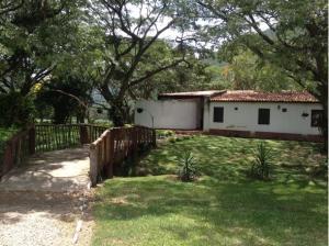 Terreno En Venta En El Consejo, Las Luisas I, Venezuela, VE RAH: 16-11087