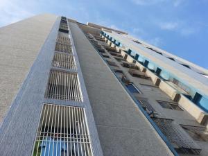 Apartamento En Venta En Maracaibo, Valle Claro, Venezuela, VE RAH: 16-11112
