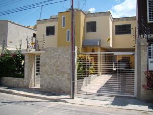 Casa En Venta En Maracay, La Morita, Venezuela, VE RAH: 16-11153