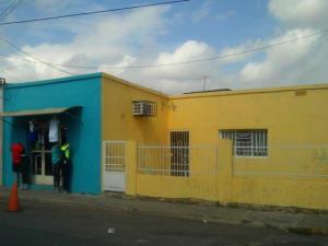 Casa En Venta En Municipio Los Guayos, Los Guayos, Venezuela, VE RAH: 16-11178