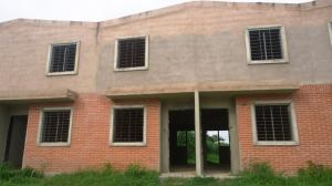 Townhouse En Venta En Valencia, Flor Amarillo, Venezuela, VE RAH: 16-11202