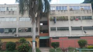 Apartamento En Venta En Santa Cruz De Aragua, Residencias Santa Cruz, Venezuela, VE RAH: 16-11225