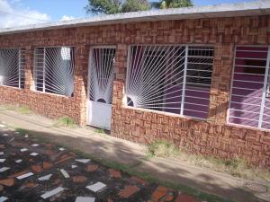 Casa En Venta En Ciudad Bolivar, El Peru, Venezuela, VE RAH: 16-11239