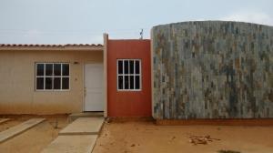 Townhouse En Venta En Maracaibo, La Coromoto, Venezuela, VE RAH: 16-11267