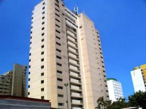 Apartamento En Venta En Catia La Mar, Playa Grande, Venezuela, VE RAH: 16-11379