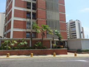 Apartamento En Venta En Maracaibo, La Lago, Venezuela, VE RAH: 16-11300