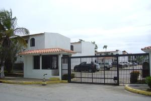Townhouse En Venta En Margarita, Maneiro, Venezuela, VE RAH: 16-11375