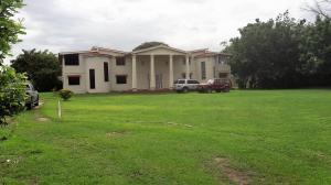 Casa En Venta En Valencia, Safari Country Club, Venezuela, VE RAH: 16-11403