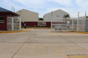 Townhouse En Venta En Maracaibo, Monte Claro, Venezuela, VE RAH: 16-11414