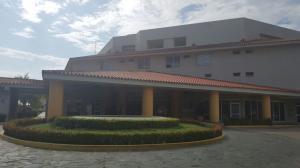 Apartamento En Venta En Lecheria, Complejo Turistico El Morro, Venezuela, VE RAH: 16-11423