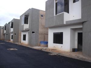 Townhouse En Venta En Ciudad Bolivar, Andres Eloy Blanco, Venezuela, VE RAH: 16-11421
