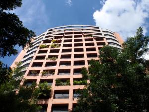 Apartamento En Venta En Caracas, El Rosal, Venezuela, VE RAH: 16-11446