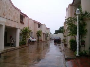 Townhouse En Venta En Maracaibo, Juana De Avila, Venezuela, VE RAH: 16-11585