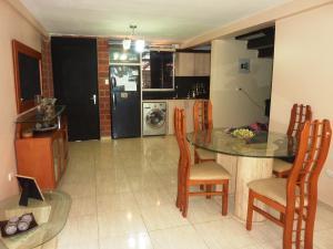 Casa En Venta En Guatire, El Encantado Ii, Venezuela, VE RAH: 16-11506