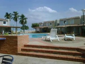 Townhouse En Venta En Maracaibo, Lago Mar Beach, Venezuela, VE RAH: 16-11758