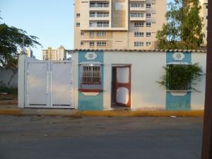 Casa En Venta En Maracaibo, Avenida El Milagro, Venezuela, VE RAH: 16-11631
