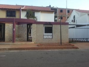 Townhouse En Venta En Maracaibo, Monte Bello, Venezuela, VE RAH: 16-11653