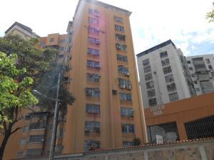 Apartamento En Venta En Maracay, Urbanizacion El Centro, Venezuela, VE RAH: 16-11738