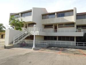 Apartamento En Alquiler En Lecheria, El Morro I, Venezuela, VE RAH: 16-11901