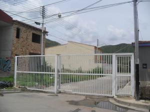 Terreno En Venta En Turmero, Villas Paraiso, Venezuela, VE RAH: 16-11756