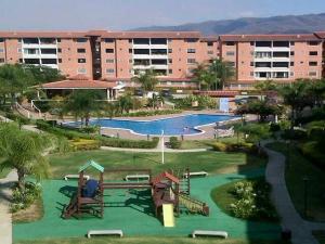 Apartamento En Venta En Guatire, Sector San Pedro, Venezuela, VE RAH: 16-11773