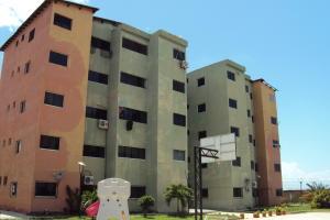 Apartamento En Venta En Municipio Los Guayos, Paraparal, Venezuela, VE RAH: 16-11836