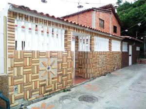 Casa En Venta En Guarenas, Los Naranjos, Venezuela, VE RAH: 16-11882
