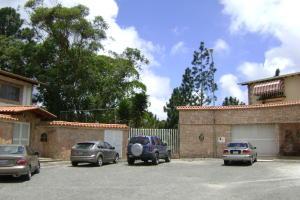 Casa En Venta En San Antonio De Los Altos, Parque El Retiro, Venezuela, VE RAH: 16-11982