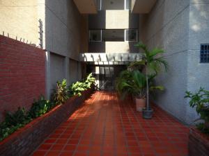 Apartamento En Venta En Maracaibo, Santa Rita, Venezuela, VE RAH: 16-12003