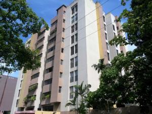 Apartamento En Venta En Valencia, Prebo I, Venezuela, VE RAH: 16-12011